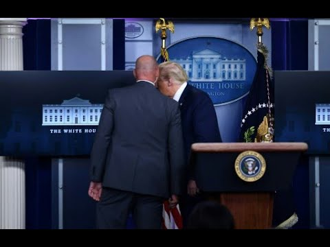 Donald Trump es evacuado en medio de una conferencia de prensa