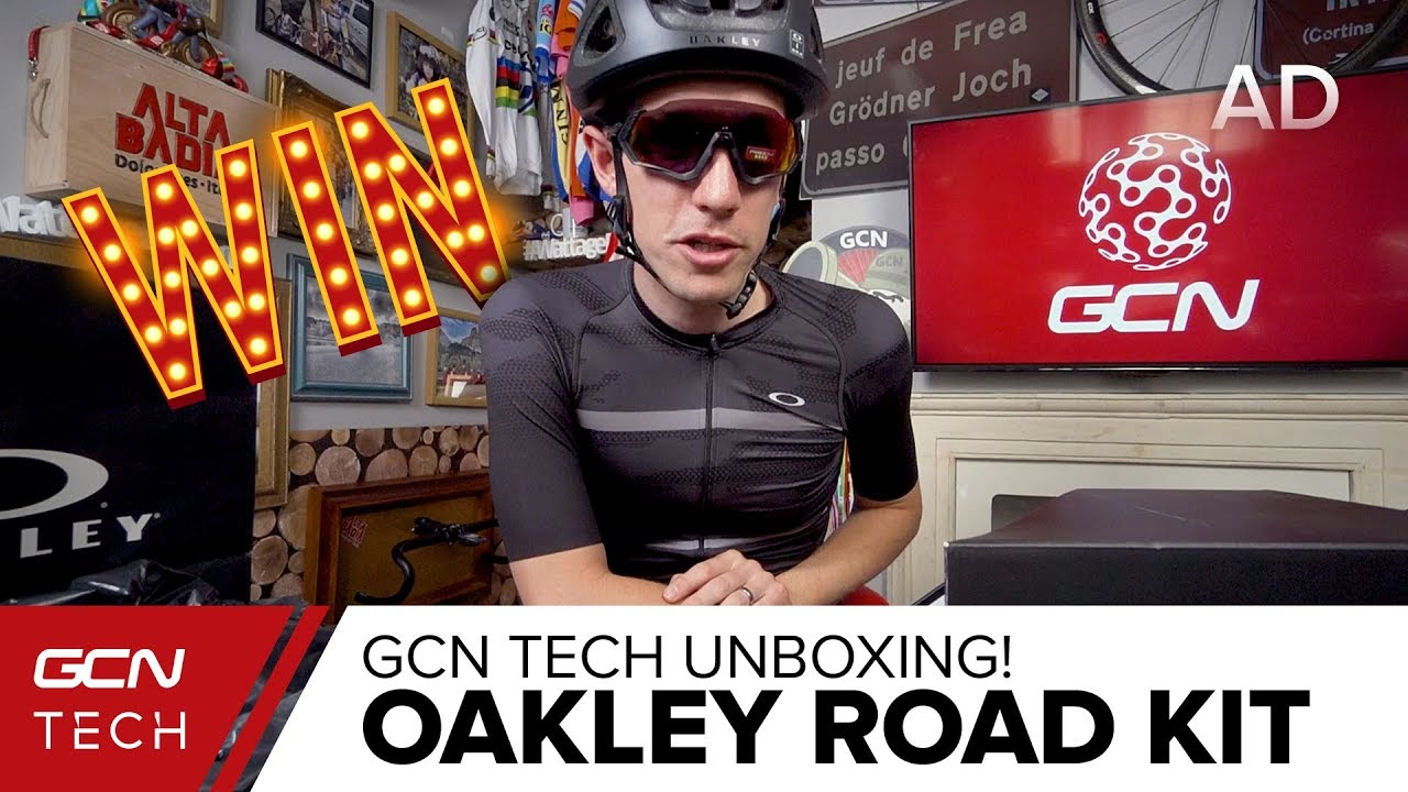Unboxing The Oakley Aro 3 Helmet 54c8fa53565