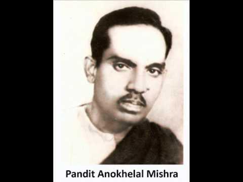 Tabla genius Pt. Anokhelal Mishra plays Dhige dhina