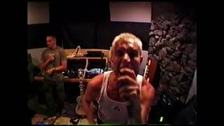 Archival rehearsal footage of 311 from 1999.