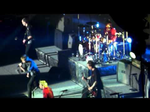 Die Toten Hosen - Rock Me Amadeus (Falco) @ Stadthalle Wien 22.12.2012