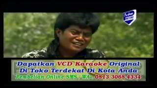 Official music video from sholik ' anak yang malang ' subscribe mpr channel here: https://smarturl.it/subscribempr songtitle : voc ...