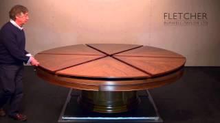 回すだけで大きくなるテーブルの仕掛けが、驚くほどカッコ良かった