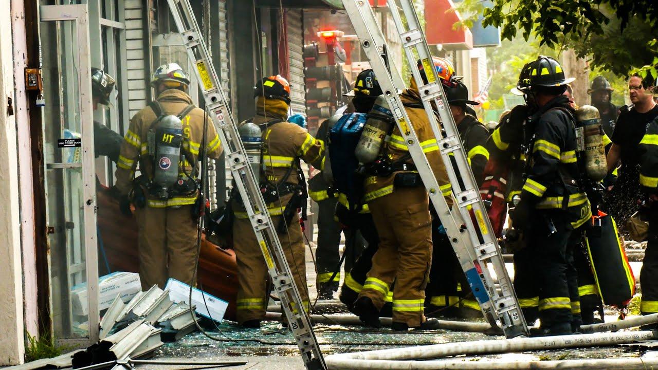 *MAYDAY MAYDAY!* FDNY BATTLES Smokey 4 ALARM FIRE In Coney Island, Brooklyn [BK 4th Alarm Box 3534 ]