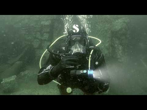 scuba-diving-equipment-review:-scubapro-nova-2100-sf-dive-light