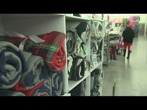 Shoppers scramble to get gifts before winter weather hits