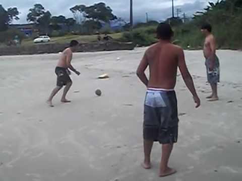 neymar na praia jogando