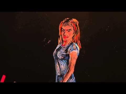 tüdruk sinises