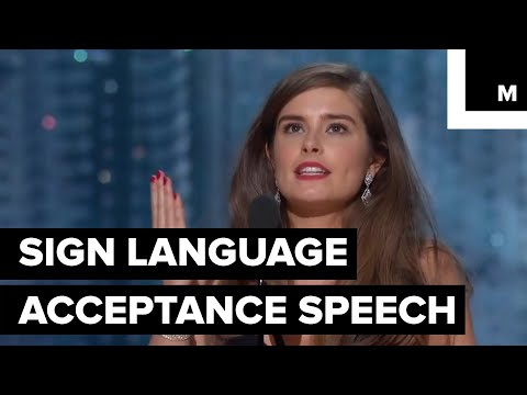 This Screenwriter Used Sign Language in Her Oscar Acceptance Speech
