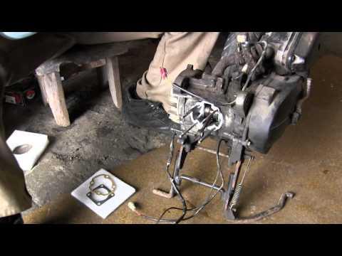 видео установки поршеня гура трактора т 40 не повредив манжеты