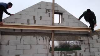 Монтаж балок перекрытия STEICO joist(На видео продемонтрировано с какой легкостью и скоростью может проходить монтаж деревянного перекрытия..., 2014-11-05T21:11:03.000Z)