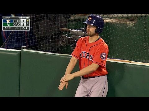 Astros' bat boy goes above and beyond