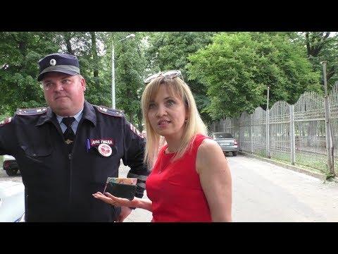 Lady In Red обещала подключить директора ГАИ и предупреждала не выходить на улицу.