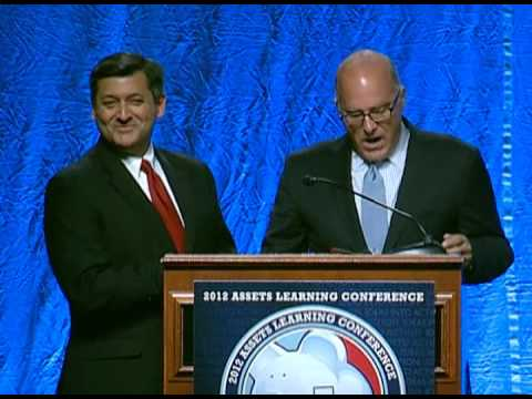 Commissioner Jonathan Mintz and Treasurer José Cisneros Accept the 2012 Assets & Opportunity Award
