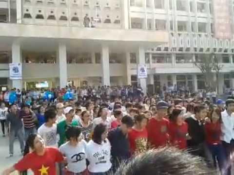 Flash mob - Vì một hành tinh xanh- Đại học Vinh - Nguyễn Tiến Hưng