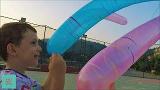 Шарики ракеты и вертолеты Новые игрушки Сюрприз Видео для детей Rocket balloons Outdoor fun(Запускаем шарики ракеты и шарики вертолеты. Они издают смешной звук когда улетают и сдуваются. Детям было..., 2016-08-24T06:15:24.000Z)