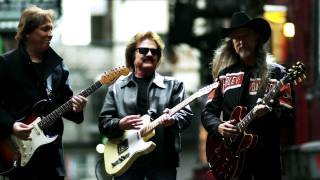 Doobie Brothers World Gone Crazy Official Video