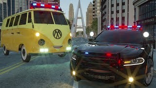 Mini Van Needs help of Sergeant Lucas the Police Car - Wheel City Heroes (WCH) - Ambulance Cartoon