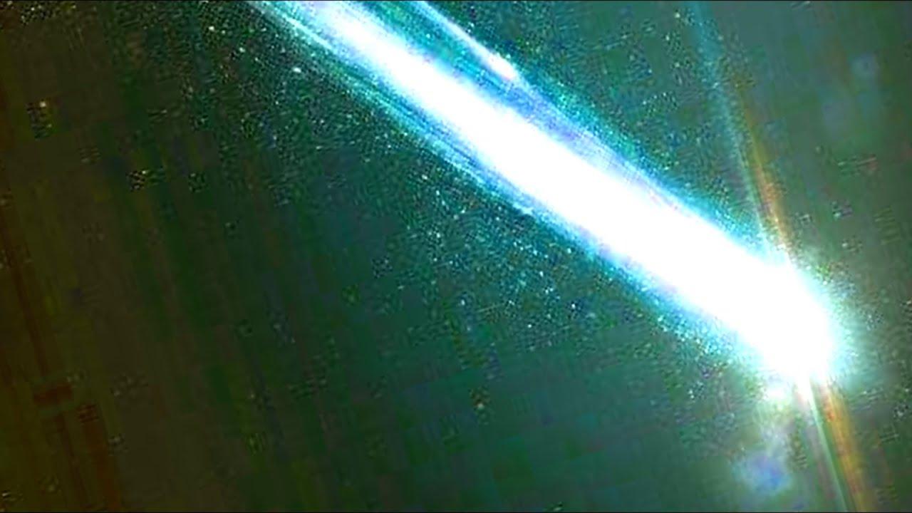 Яркая вспышка и падение неизвестного объекта в небе над Измиром