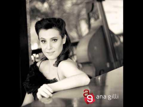 Ana Gilli canta