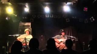はりけんはまあ(歌、ギター) こだまたいち(歌、ギター) THE TOKYOのギタ...
