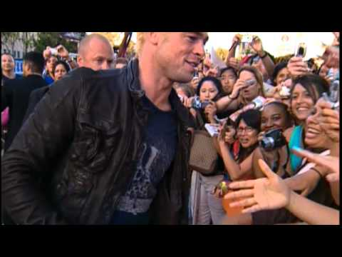 """Latest Celebrity News - Brad Pitt at """"Mr. and Mrs. Smith"""" Red Carpet Premiers - Crazy Fans!"""