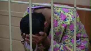 Армянина, повергшего Россию в траур, одели в женский халат(, 2013-07-19T16:40:46.000Z)