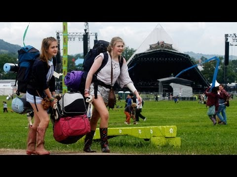 Glastonbury 2013: first festivalgoers arrive through the gates
