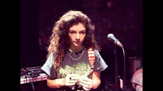 "Lorde singing ""Use Somebody"" by Kings of Leon live at 12 years old (Radio NZ)"