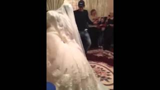 Невеста танцует мощно лезгинку
