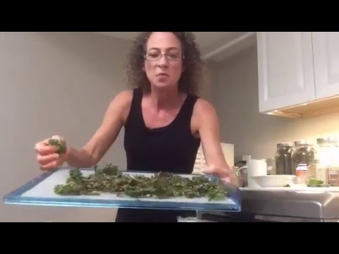 #SundaywithSonyaBest Kale chips EVER!Simple, easy, healthy!