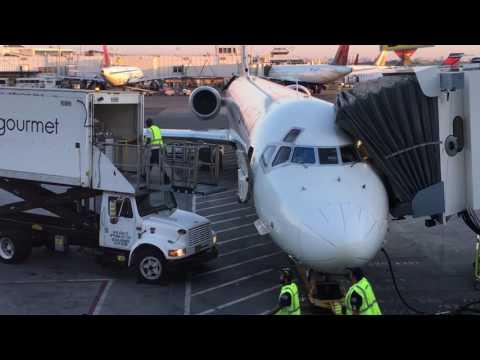 Plane Spotting at New York LaGuardia Airport