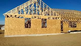 USA КИНО 1144. Американский каркасный дом. Установлены фермы для крыши