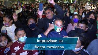 Decenas de familias se dieron cita en el Centro Histórico para celebrar los 211 años del inicio de la Independencia de México