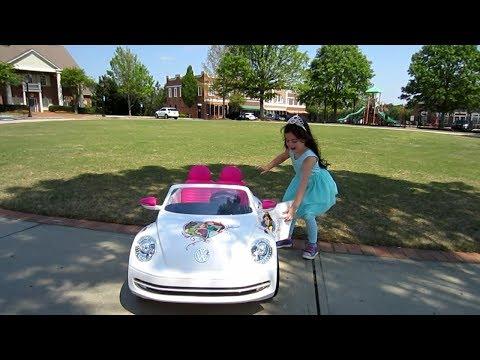 Disney VW Beetle Princess Car - Test drive to the playground