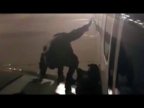 'See you!' Ryanair passenger leaves plane via emergency exit