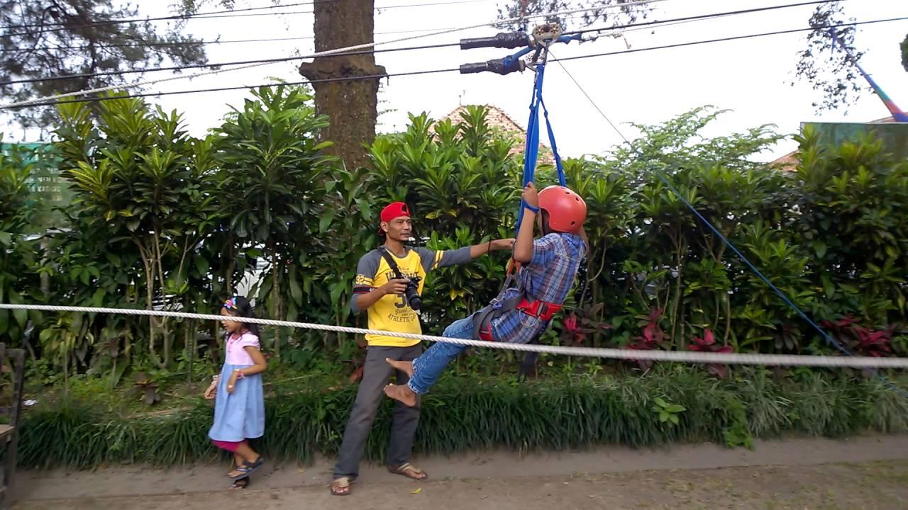 Bermain Flying Fox Di Taman Wisata Kaliurang
