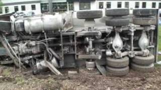 Dump truck flips, shuts Rt. 30 near Mountville