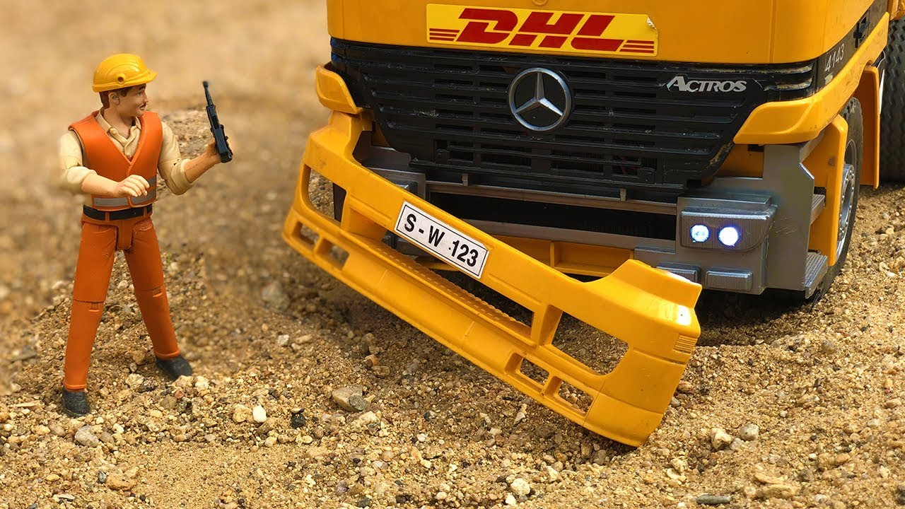 Stunning Truck Crash, Construction Site Bruder Toys Bulldozer Action!
