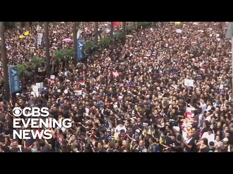 Hong Kong protesters flood the streets demanding city leader\'s resignation
