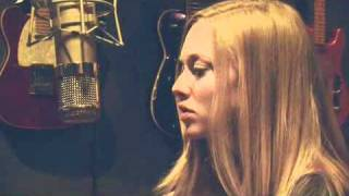 Amanda Seyfried Sings L