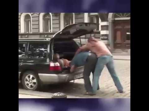 Arabada Kaçırılan Çıplak Kız Şakası