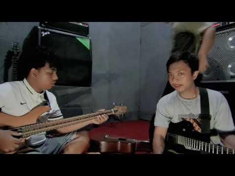 Download Mp3 lagu Raiding Mangoes - Di Bawah Hujan (Unplugged) online