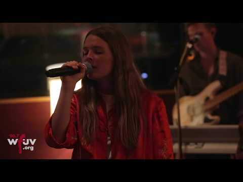 "Maggie Rogers - ""Dog Years"" (Electric Lady Sessions)"