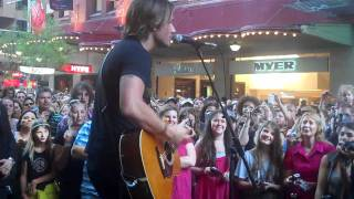 Keith Urban - Long Hot Summer (live at Sydney's Pitt St Mall, 15/12/2010)
