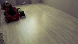 видео Выравнивание пола под ламинат, фанерой, плиточным клеем и др.