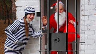 Санта-Клаус Закрыт в Тюрьме Кто Дарит Рождественские подарки детям Funny video for Kids Margo