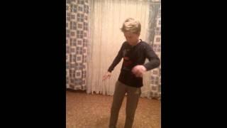 Ребенок танцует как робот(в этом видео мой сын танцует как робот для меня это ШОК!!! ))), 2014-11-22T13:39:06.000Z)
