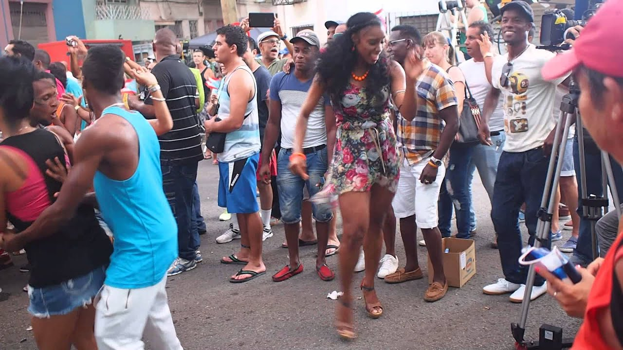 CUBANA ESPECTACULAR Bailando Salsa. Wendy Profesora De