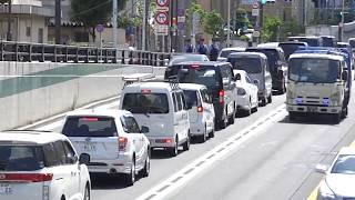 【皆さんは黄色線の意味をご存知ですよね?】こんなに警察官が見張っているとも知らず不用意に堂々違反の車両に停止命令の瞬間!